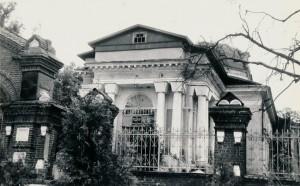 Разрушенный храм. Детдом. 1989 год